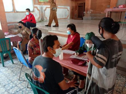 Vaksinasi Gelombang III dan IV di Desa Ularan, Sebanyak 230 Orang Menerima Vaksin Astrazeneca