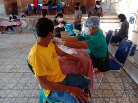 Sebanyak 239 Warga Desa Ularan Menerima Vaksin Astrazeneca Dosis Ke-2